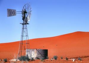 Südafrika Kalahari - Windrad an Düne