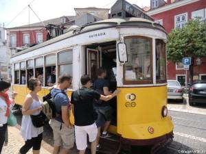 Die Linie 28: Weltberühmte Straßenbahnlinie in Lissabon
