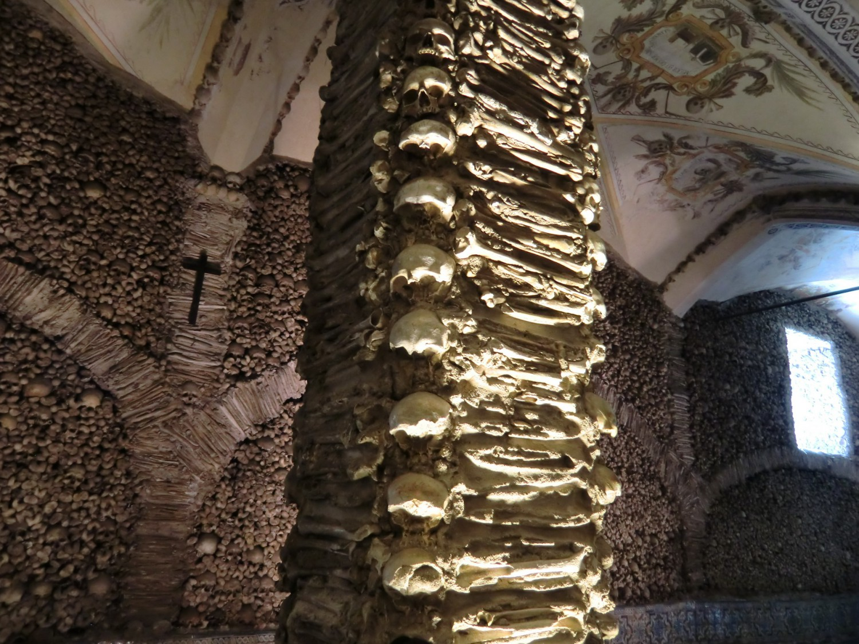 Knochenkapelle in der Franziskus-Kirche, Evora - Portugal