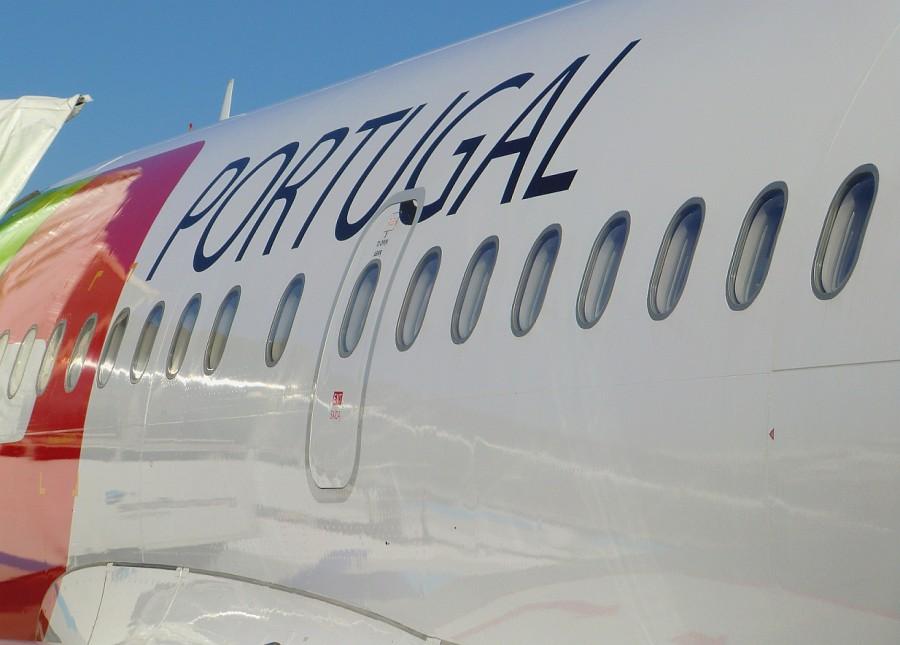 Flugzeug TAP   Flughafen   Lissabon Portugal  CIMG7224