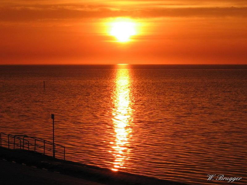 Sonnenuntergang an der Küste von Ostfriesland