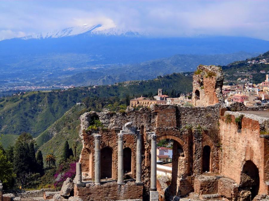 Sizilien Taormina, mit Blick auf den wolkenverhangenen Ätna Sizilien+CIMG0450