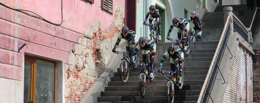 Radfahrer Stunt in Sibiu / Hermannstadt (Rumänien)