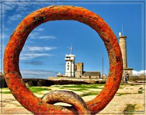 Bretagne - The Ring of Penmarc'h Bei Flut ist dieser Ring im Hafen von St-Pierre unter Wasser. Autorin des Fotos ist E.B.