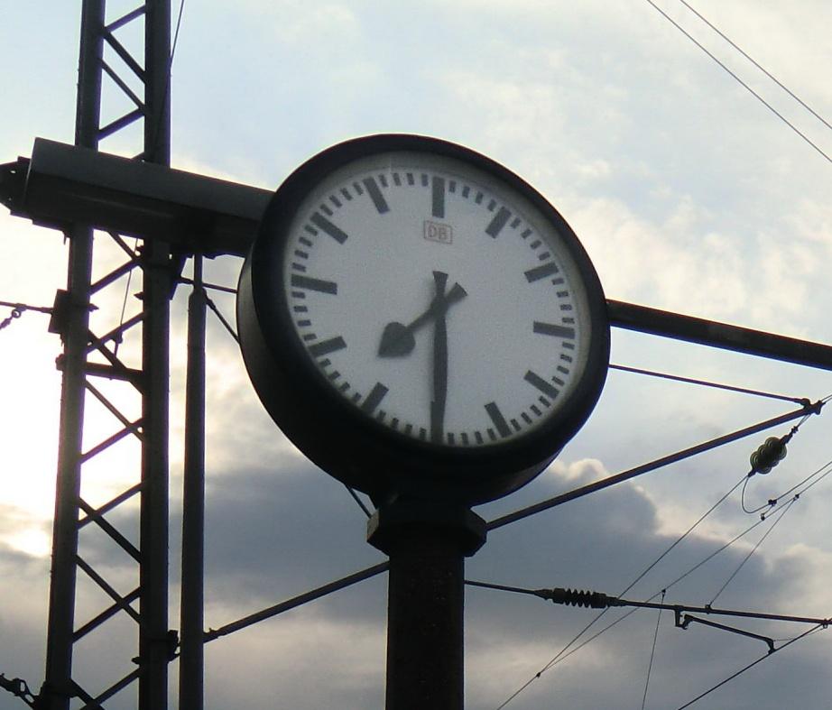 Uhr - Erster Tag   Dillingen Bahnhof