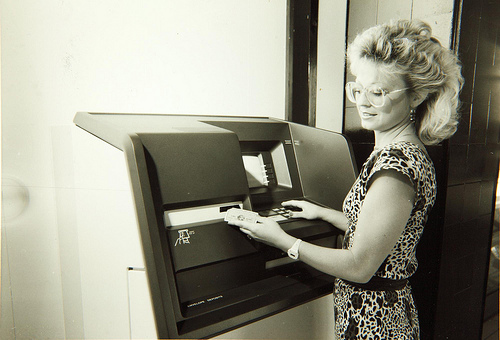 Geldautomat. San Diego Air & Space Museum Archives