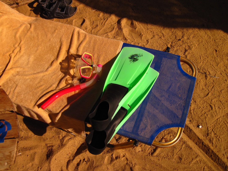 Flossen, Schnorchel: Vorbereitung zum Meeting mit den Fischen und Korallen