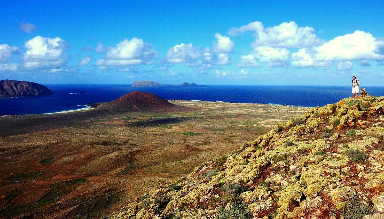 Lanzarote - Wandern auf La Graciosa – der Krater von Las Agujas Grandes bildet mit 266 Metern die höchste Erhebung der Insel. Bildnachweis - Turismo Lanzarote