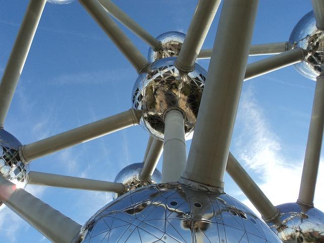 """Titelbild: Brüssel: Das Atomium ist ein Gebäude in Brüssel, das zur """"Expo '58"""" errichtet wurde Photo by ri1987 (Pixabay)"""