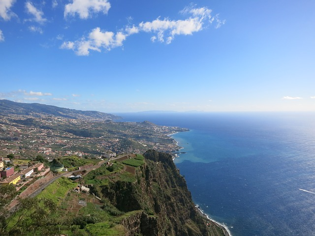 Madeira: Photo by FF16 (Pixabay)