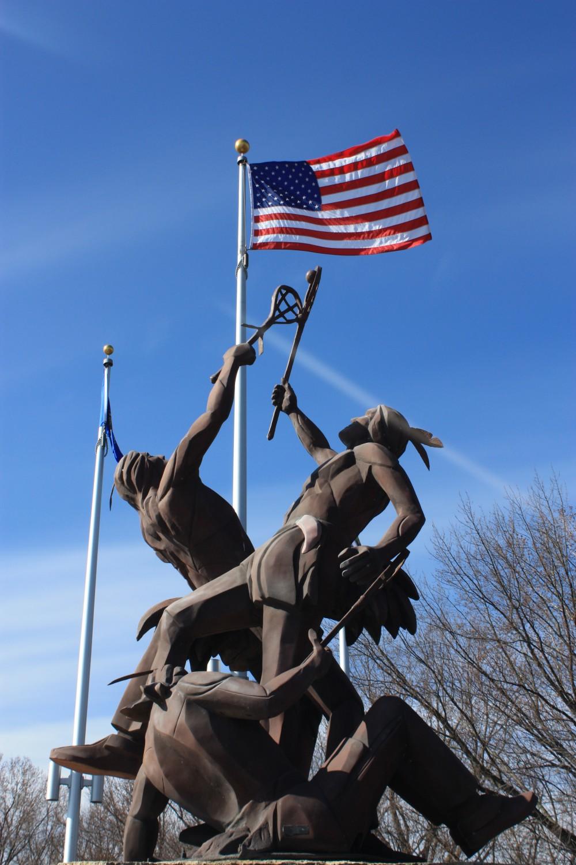 "Bild:Denkmal ""La Crosse"": Das Denkmal steht an der Einfahrt zu La Crosse, Wisconsin"