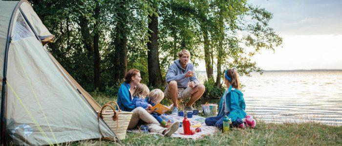 """Campen in erster Reihe ist gerade in der """"Ansommern""""-Zeit auf den Campingplätzen kein Problem. Bildnachweis: TMV/Timo Rot"""