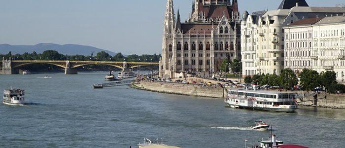 Ungarn: Budapest, Parlament und Donau