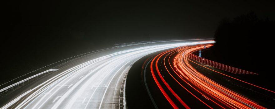Autobahn. Foto von Julian Hochgesang