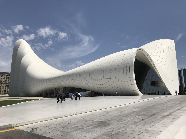 Baku - Aserbeidschan - Heydar Aliyev Center - Bild von Mohsin (Unsplash)