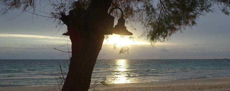 Strand, Sonnenuntergang in Apulien Italien