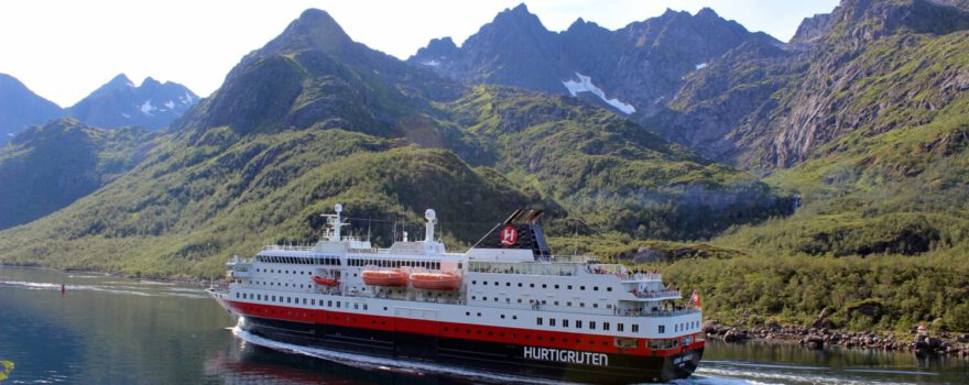 Hurtigruten - Photo by Arvid Høidahl on Unsplash