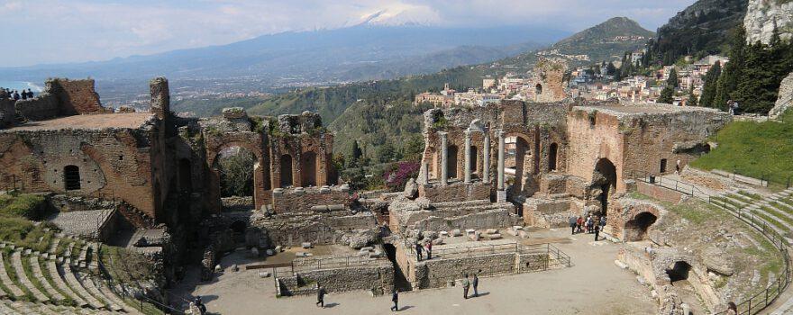 Sizilien: Taormina mit Blick auf den Ätna
